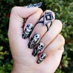 Glow in the Dark Lace Skulls